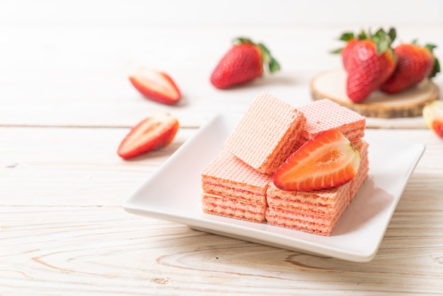 Wafer with strawberry cream
