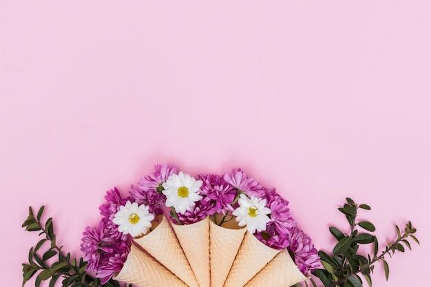 Вафельные шишки с яркими цветами