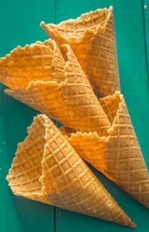 スタイリッシュな木のワッフルカップアイスクリーム