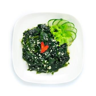 Салат из морских водорослей вагаме с кунжутным маслом miyeok muchim korean food