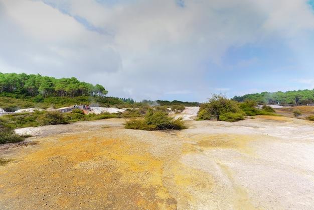 ニュージーランド北島ロトルアの活発な地熱地帯、ワイオタプ