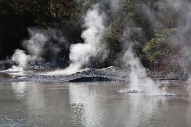 ニュージーランドのロトルアのワイオタプ地熱公園