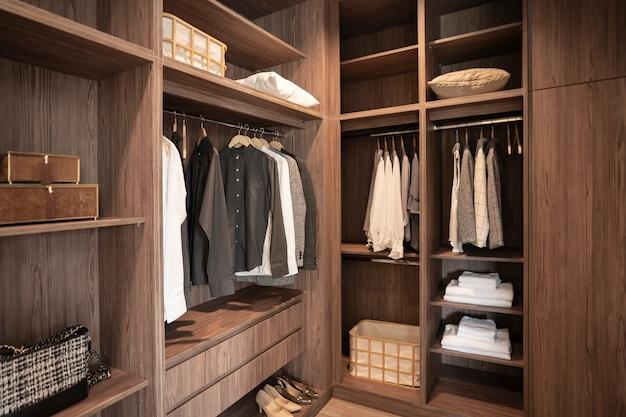 Ходить в гардеробе человека
