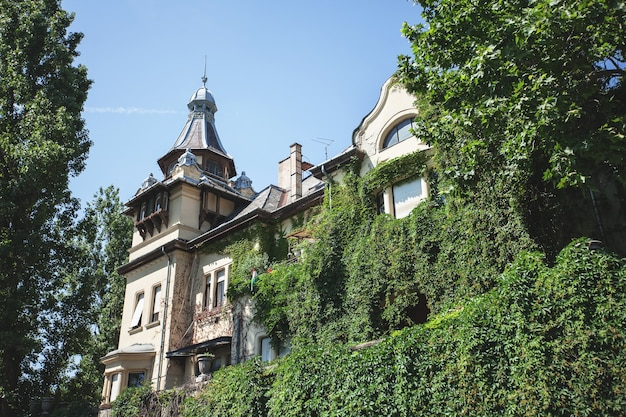 A walk through budapest on a bright sunny afternoon, a beautiful old house
