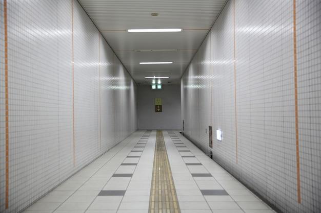 日本の地下鉄の散歩道