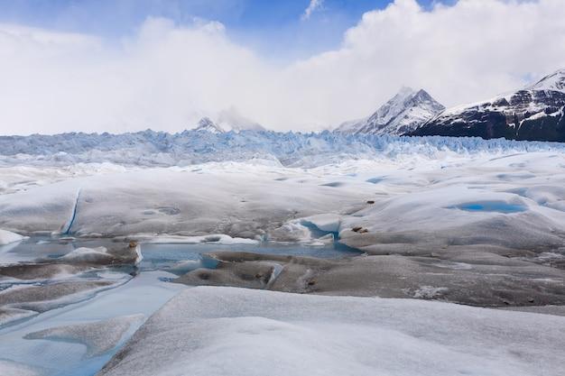 アルゼンチンのペリトモレノ氷河パタゴニアを歩く。パタゴニアの風景