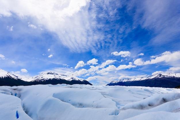 アルゼンチン、ペリトモレノ氷河パタゴニアを歩く