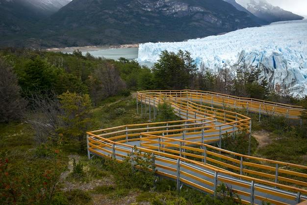 Walkway to perito moreno glacier, lake argentino, los glaciares national park, santa cruz province,