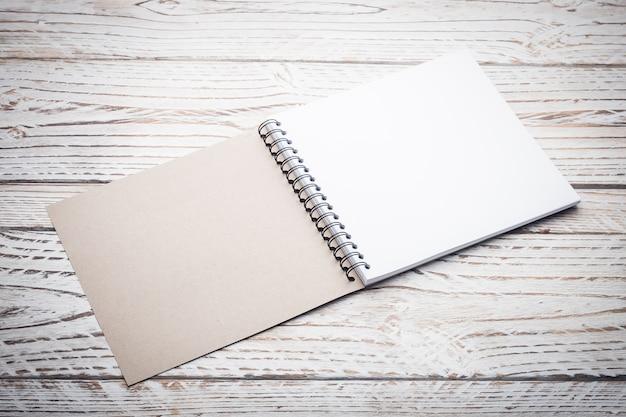 Стена коричневой памятка стола ноутбук