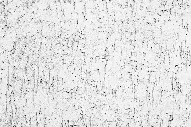 Фрагмент стены с царапинами и трещинами