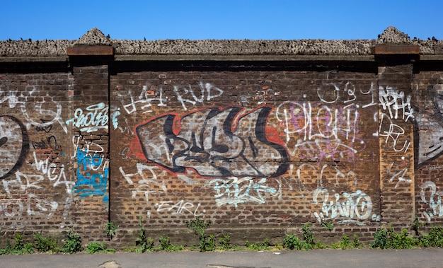 Wall, street art