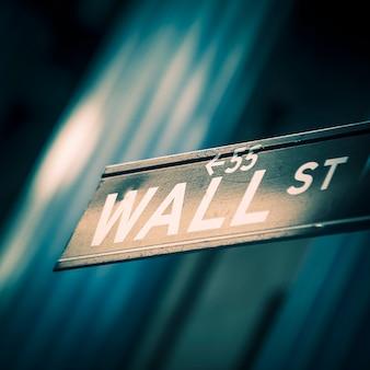 Знак уолл-стрит в нью-йорке, специальная обработка фотографий.