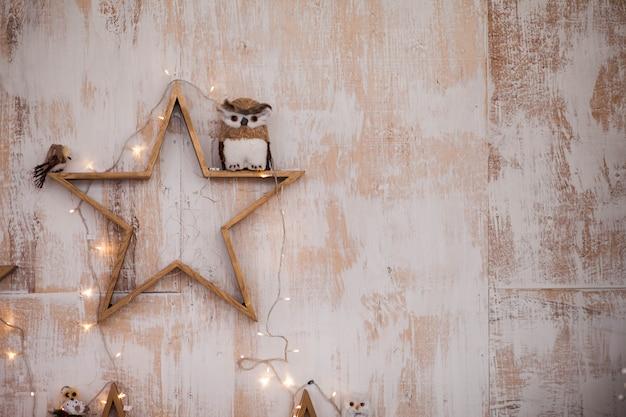 星と花輪の風景の壁