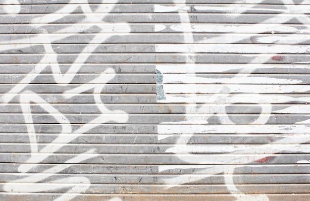 흰색 낙서 벽
