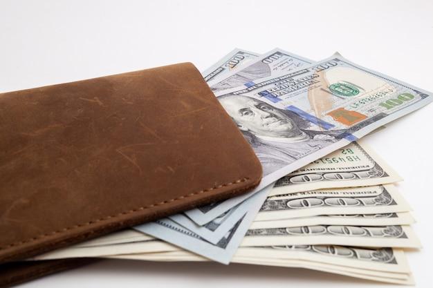 ドルが突き出ている財布