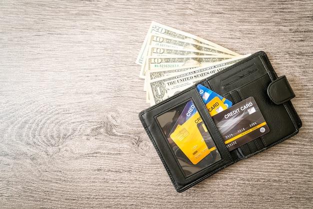 돈과 신용 카드가 있는 지갑 - 경제 및 금융 개념