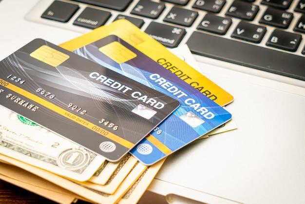 お金とクレジットカードの財布