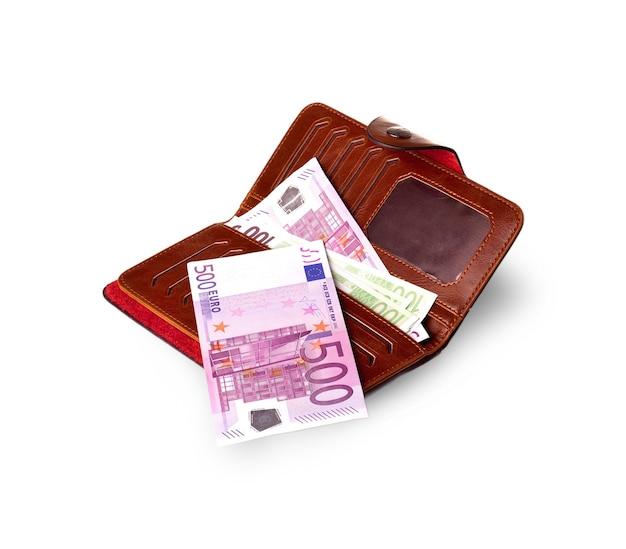Кошельки и банкноты в евро на белой поверхности