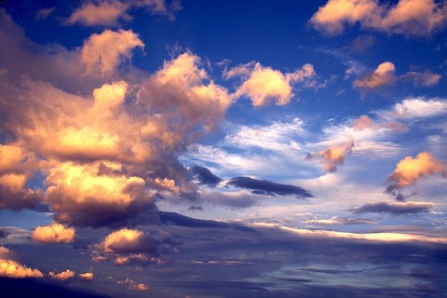 壁紙背景夕日、色付きの雲と空