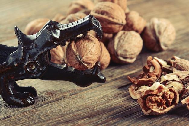 Грецкие орехи и щелкунчик