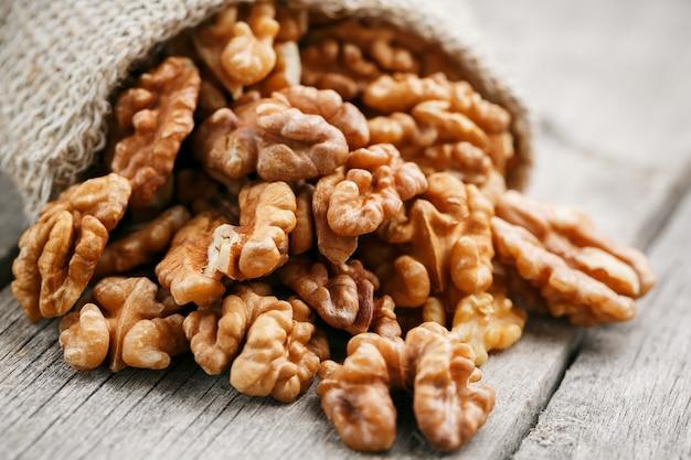 Грецкие орехи в мешковине