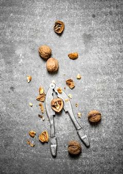 Грецкие орехи с щелкунчиком.