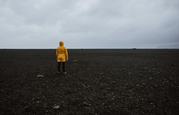 Исследователь странствий в поисках исландских чудес природы