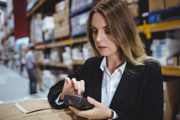 Warehouse manager using scanner on boxes