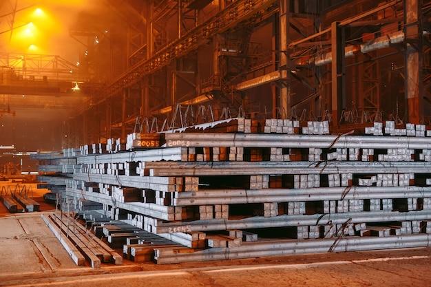 倉庫の金属ブランク、金属の電気めっき工場。