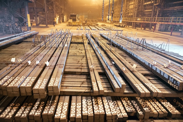 倉庫の金属ブランク。金属の電気メッキ工場。