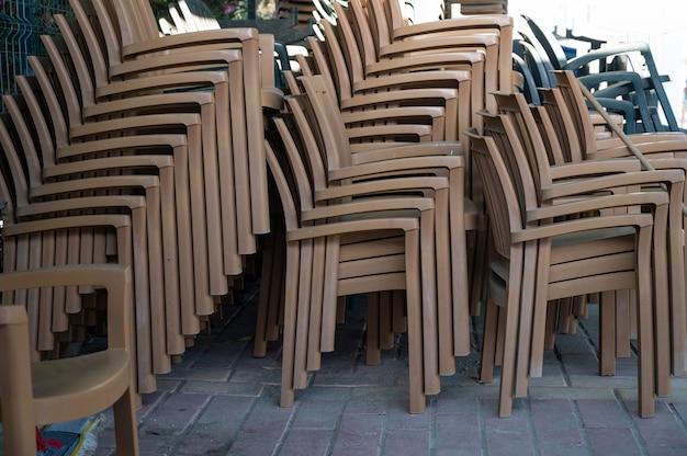 플라스틱 의자의 창고 의자의 마운트