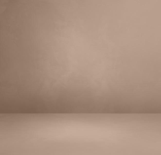 Теплый серый бетонный интерьер фон. пустая шаблонная сцена