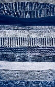 Теплый трикотажный текстильный стек с разной текстурой в серой цветовой палитре крупным планом
