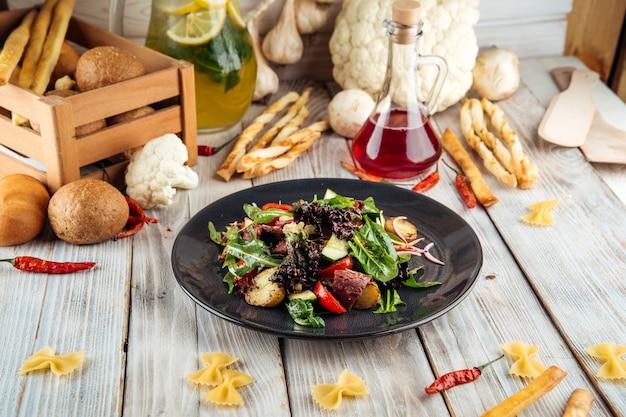 馬肉パストラミベビーポテトの温かいサラダ