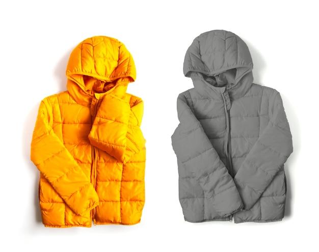 白地に暖かい黄色と灰色のジャケット。ファッション衣装の要素。明るい色。