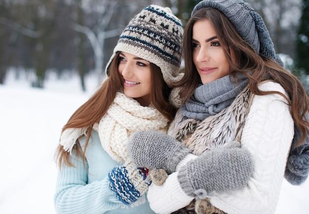 Riscaldato dall'amicizia in inverno