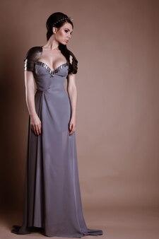 戦士の女性。ファンタジーファッションのアイデア。