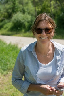 女、笑顔、wasagaming、乗馬のマウンテン国立公園、マニトバ、カナダ