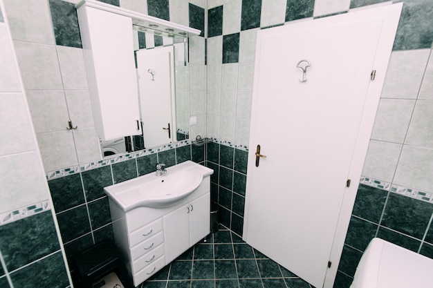 バスルームの洗面台 バスルームの配管
