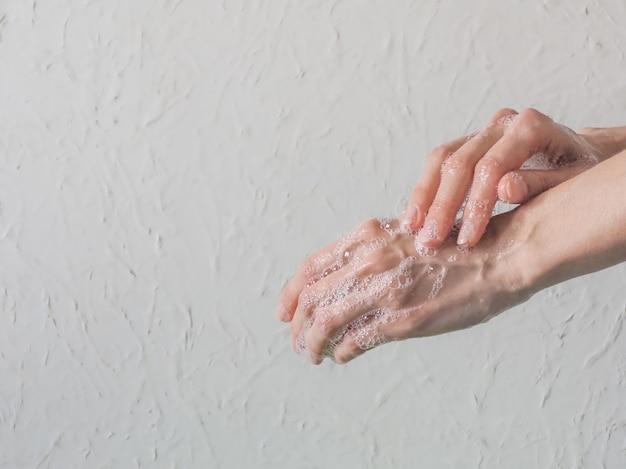 手を洗う。衛生概念、細菌や細菌の蔓延を防ぎ、コロナウイルス感染を回避