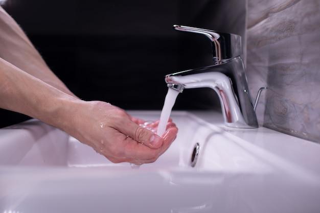 石けんでこすり洗い