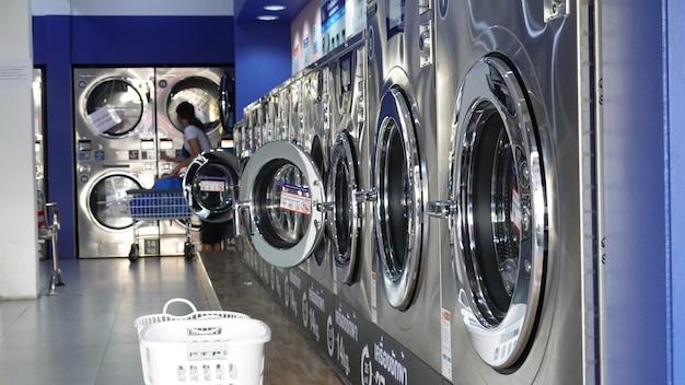 상점에서 세탁기 서비스.
