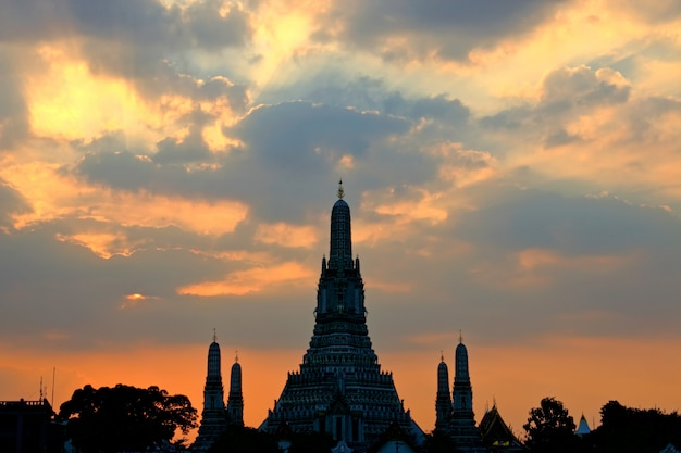 Wat arun ratchawararam temple of dawn at sunset landmark of bangkok thailand