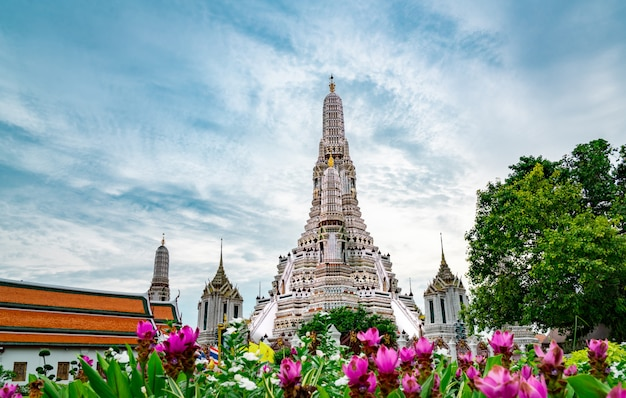 Wat arun ratchawararam with beautiful blue sky and white clouds.
