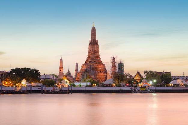 Wat arun (temple of dawn) and the chao phraya river, bangkok, thailand