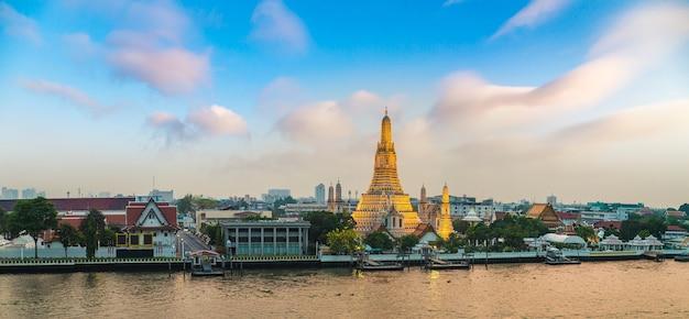 Храм ват арун в бангкоке в таиланде