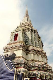 방콕에서 새벽의 왓 아룬 사원