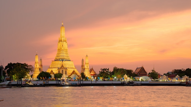 Wat arun temple at sunset in bangkok thailand.