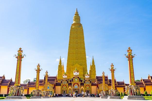 Wat mahathat watchiramongkhon, или местно известный как wat bang thong в краби, таиланд