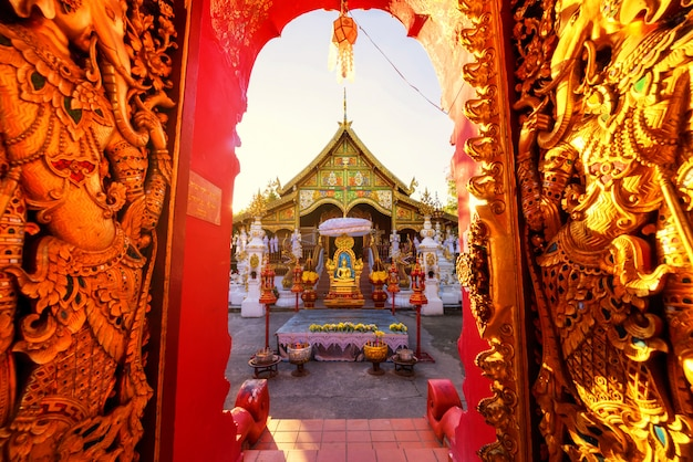 Wat ming muang at sunset, chiang rai